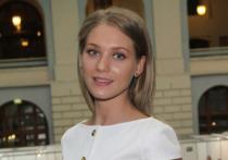Российская актриса театра и кино Кристина Асмус в Stories своего Instagram раскрыла тайну происхождения своей фамилии