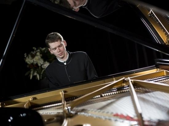 Известный пианист станет солистом концерта в Пскове