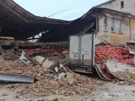 В Дегтярске обрушилась стена овощной базы
