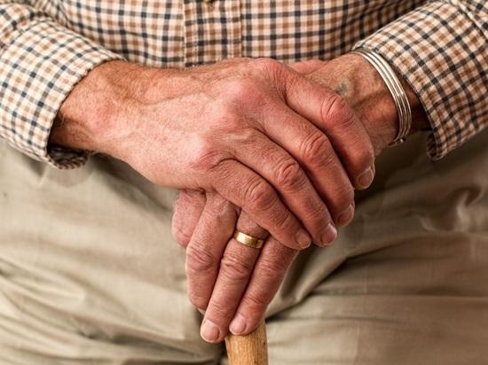 В Воронеже пенсионер умер во дворе своего дома