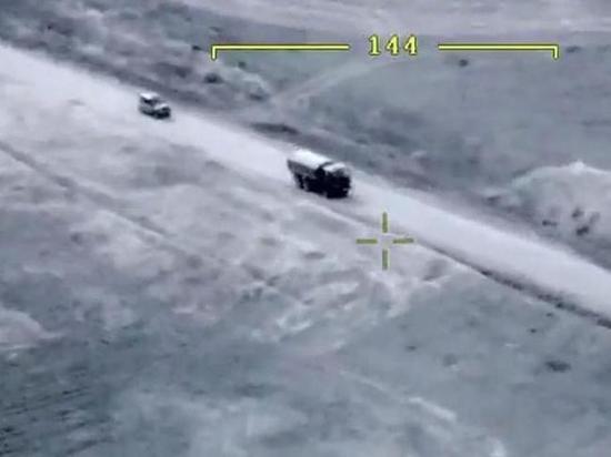 В Азербайджане опубликовали кадры удара по машине главы минобороны Карабаха