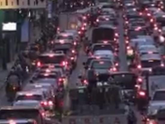 Водители мототакси в Бангкоке начали помогать тайским демонстрантам в протестах