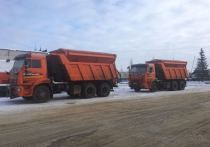 В Новый Уренгой пригнали универсальные машины для уличной уборки