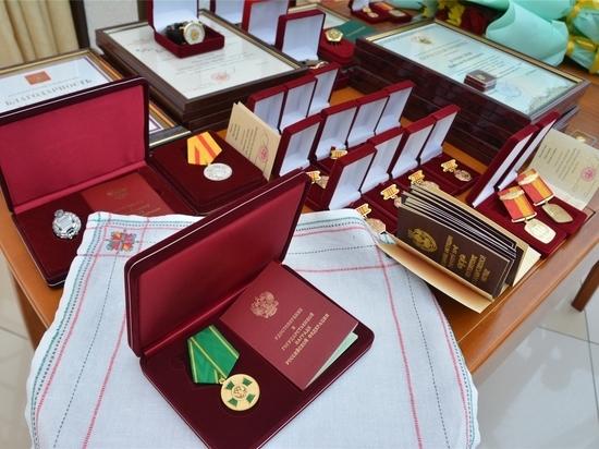 Состоялось вручение российских и чувашских наград достойным