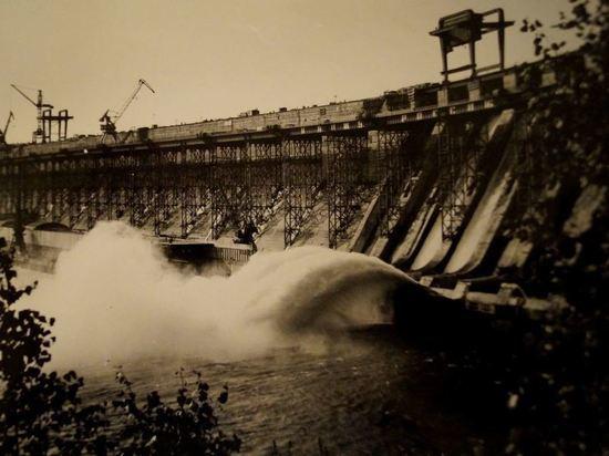 В декабре 1980 года была сдана в промышленную эксплуатацию Усть-Илимская ГЭС, ставшая началом для немаленького города с населением 80419 человек