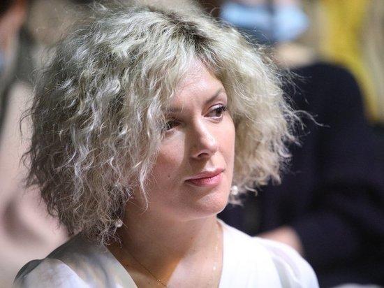 Полина Куценко играет в театре