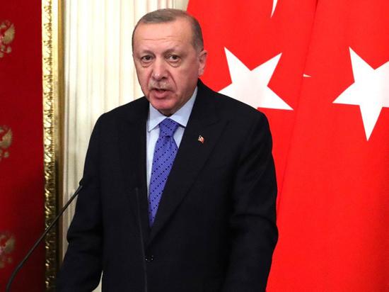 Президент Турции Реджеп Тайип Эрдоган призвал российского лидера Владимира Путина решать проблему конфликта в непризнанной Нагорно-Карабахской Республике (НКР) совместными усилиями, пишет турецкое агентство Anadolu