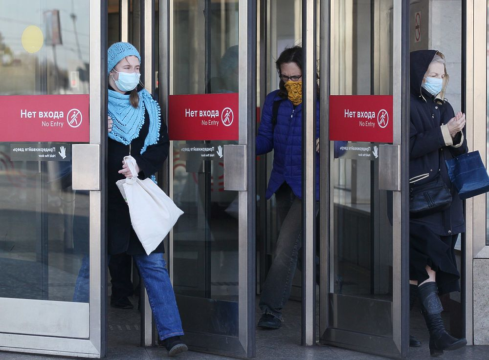 Фото показали, что москвичи наконец испугались пандемии