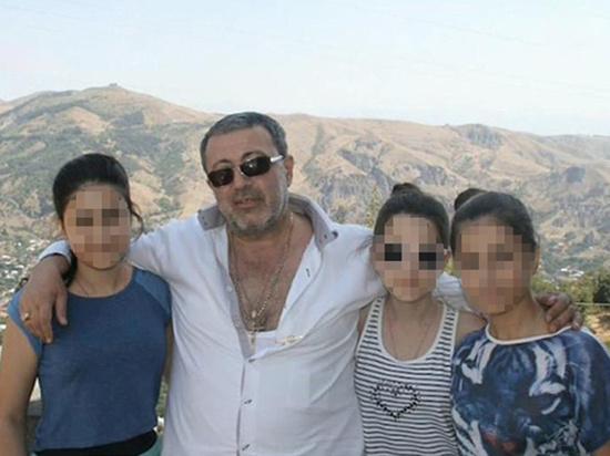 Племянника Михаила Хачатуряна, убитого своими тремя дочерями, начали допрашивать в суде