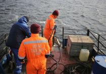 Под Волгоградом водолазы исследуют место крушения парохода
