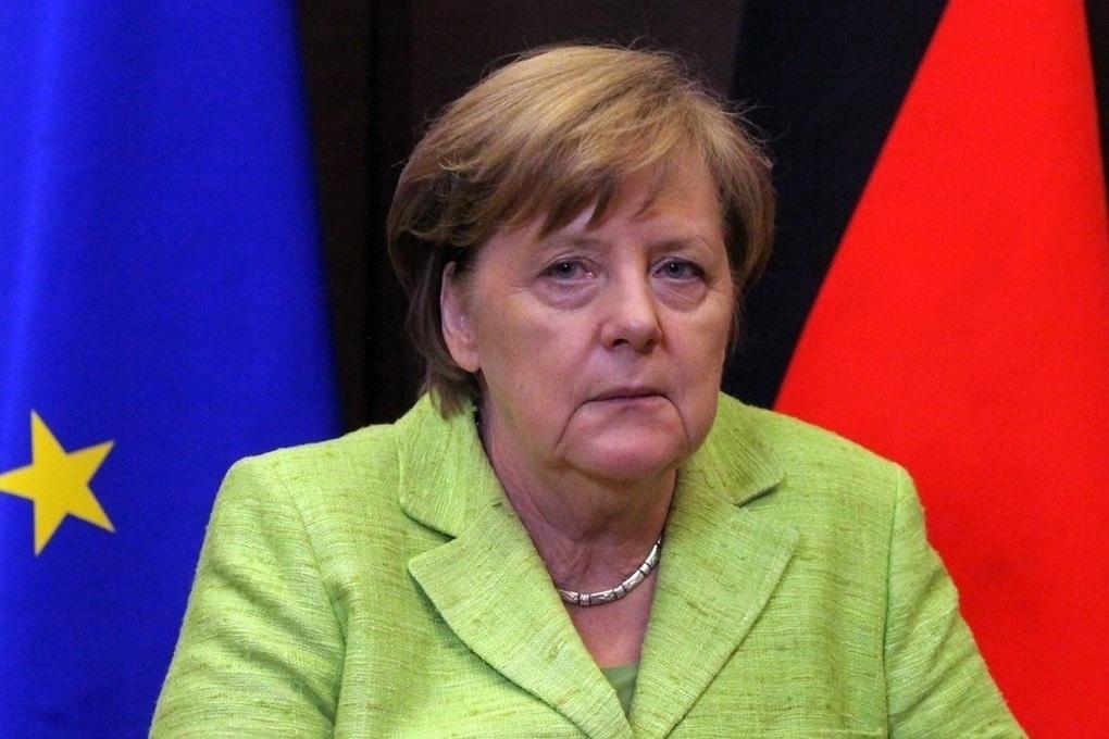 Меркель объявила о закрытии публичных домов в Германии