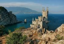 Россияне, которые планируют уехать в путешествие на новогодние каникулы, чаще всего бронируют отели у моря в Крыму, Сочи и Калининграде