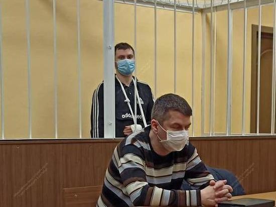Суд отпустил подозреваемого в краже из коттеджа убитого депутата Петрова