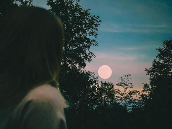 Голубая Луна: кого из знаков зодиака полнолуние 31 октября озолотит