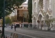 Мужчина с ножом устроил резню непосредственно в церкви Нотр-Дам в Ницце, сообщил мэр города Кристиан Эстрози в своем Twitter