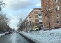 Водитель врезался в кирпичный дом в столице Кузбасса