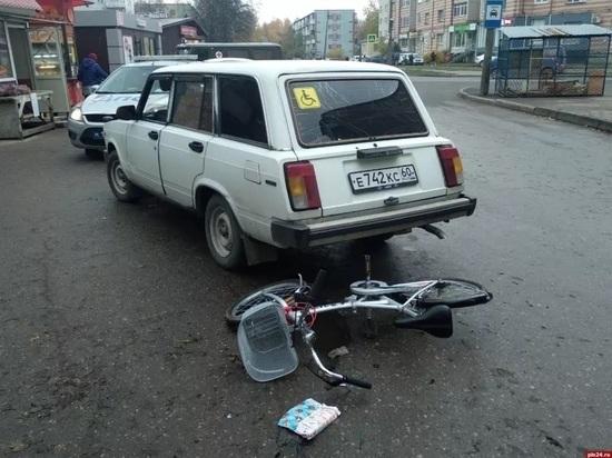 Машина сбила велосипедистку на Завеличье в Пскове