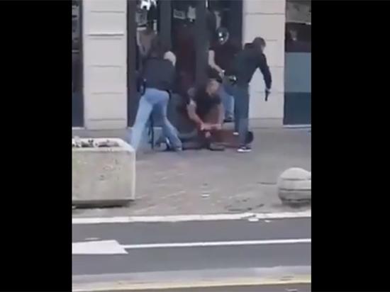В Авиньоне исламист напал с ножом на полицейских, его застрелили