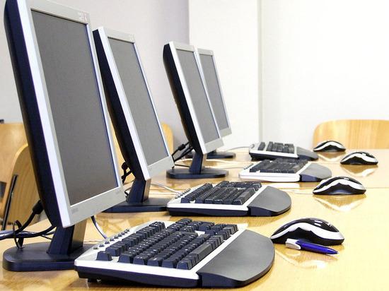 Школы Луганска обеспечили компьютерами для очно-заочного обучения