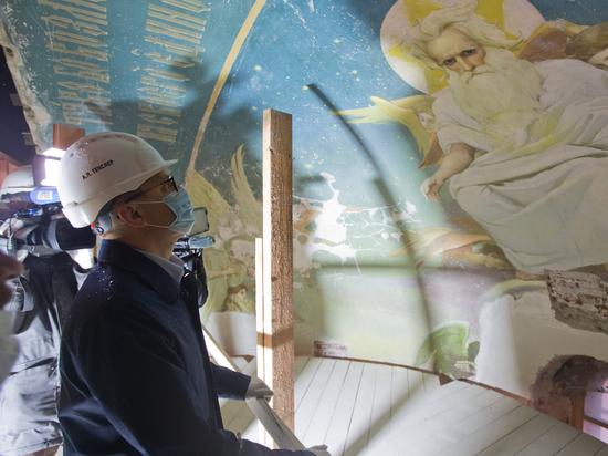 Алексея Текслера впечатлили настенные фрески, обнаруженные при реставрации храма Александра Невского