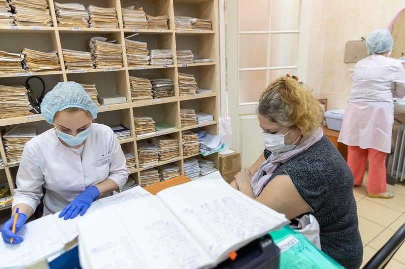 Прививки от коронавируса получили медики детской поликлиники Пскова, фото-3