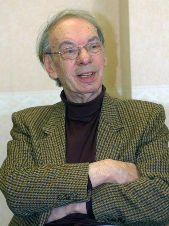 72-летнюю Наталью Дрожжину, которую вместе с мужем Михаилом Цивиным обвиняют в мошенничестве с имуществом скончавшегося актера Алексея Баталова, жестоко избили в подъезде