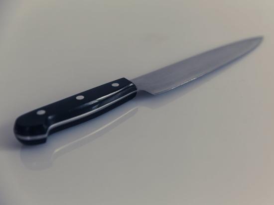В Воронеже работник рынка ударил ножом начальника