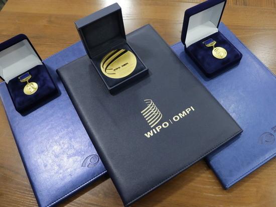 В Кыргызстане вручили золотые медали выдающимся изобретателям