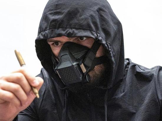 Популярный боец ММА чемпион UFC в легком весе Хабиб Нурмагомедов присоединился к оскорблениям в адрес президента Франции Эммануэля Макрона. В своем инстаграм-аккаунте дагестанский борец назвал политика «тварью».
