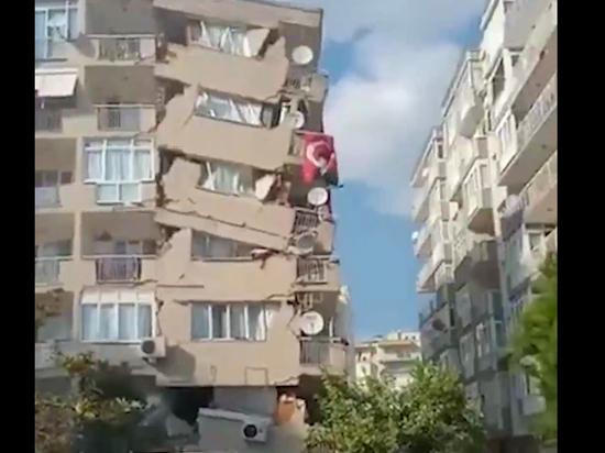 Землетрясение в крупном турецком курортном городе Измир вызвало волну цунами