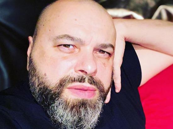 Продюсер Максим Фадеев выложил в Instagram архивное фото, на котором он позирует без бороды