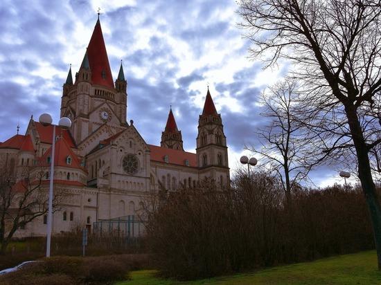 Австрия заявила о борьбе с «политическим исламом» после нападения на церковь