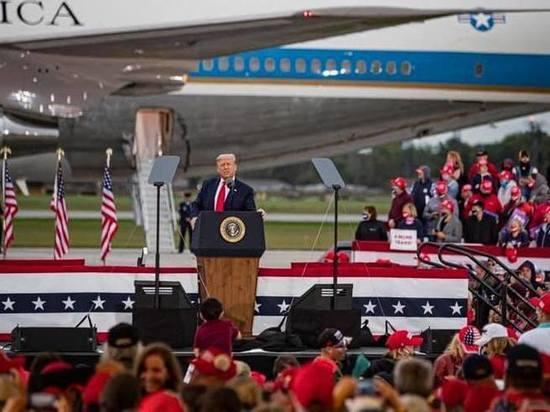 Трамп заявил, что США «разгромили фашизм и коммунизм»