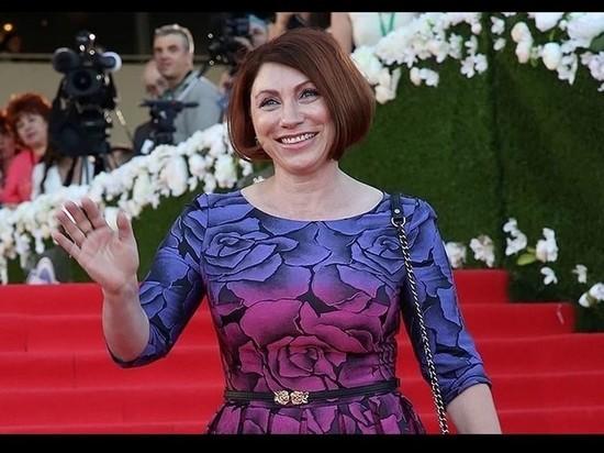 Телеведущая Роза Сябитова немало удивила своих поклонников, поделившись архивным снимком
