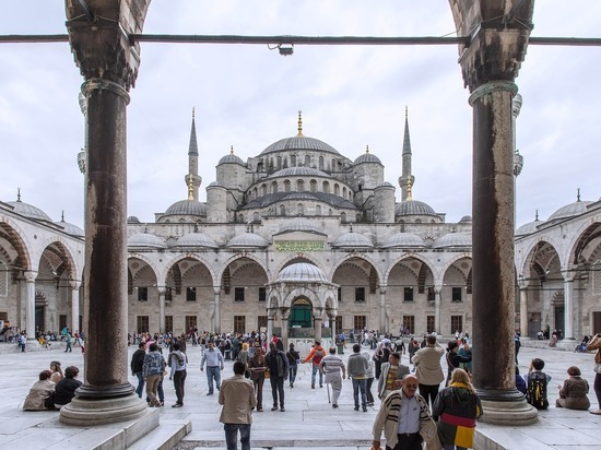 Турция осудила нападение на священника в Лионе