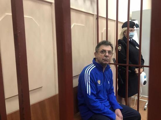 67-летний директор Центра подготовки сборных команд обвиняется в  оформлении на работу спортсменов