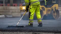 «Новую технологию» ремонта дорог изобрели в Пскове