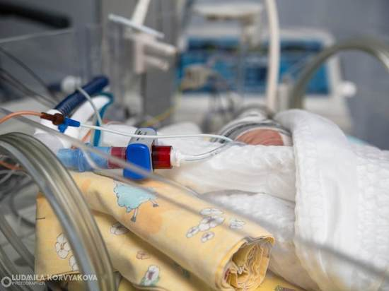 Рожденного суррогатной матерью ребенка переправили из Карелии родителям в Китай