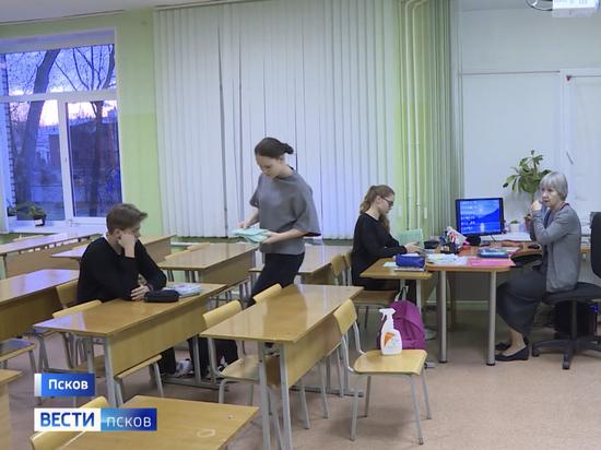 9 учителей псковской школы находятся на больничном с коронавирусом