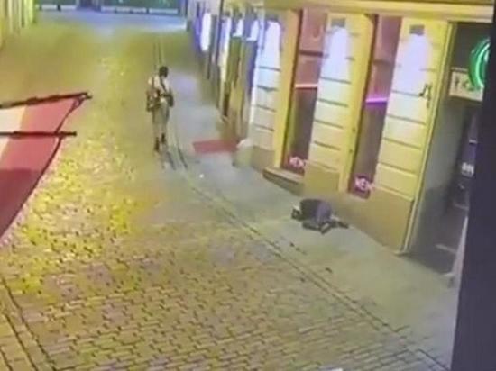 """В МВД Австрии сообщили, что теракт в Вене """"продолжается"""""""