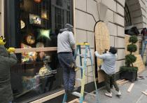 В США начали заколачивать витрины: опасные выборы