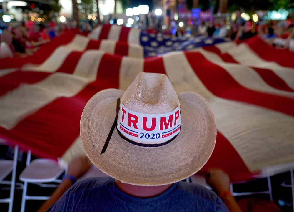 Флаги, маски, беспорядки: яркие кадры выборов в США