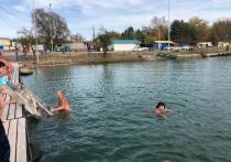 Праздничный заплыв устроили на Кавминводах 4 ноября