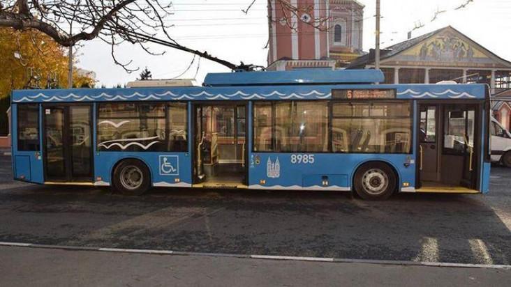 Больше по саратовским улицам не будут ездить троллейбусы с московской атрибутикой