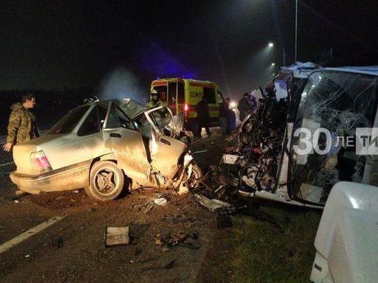 В Татарстане погиб водитель легковушки после ДТП с грузовиком
