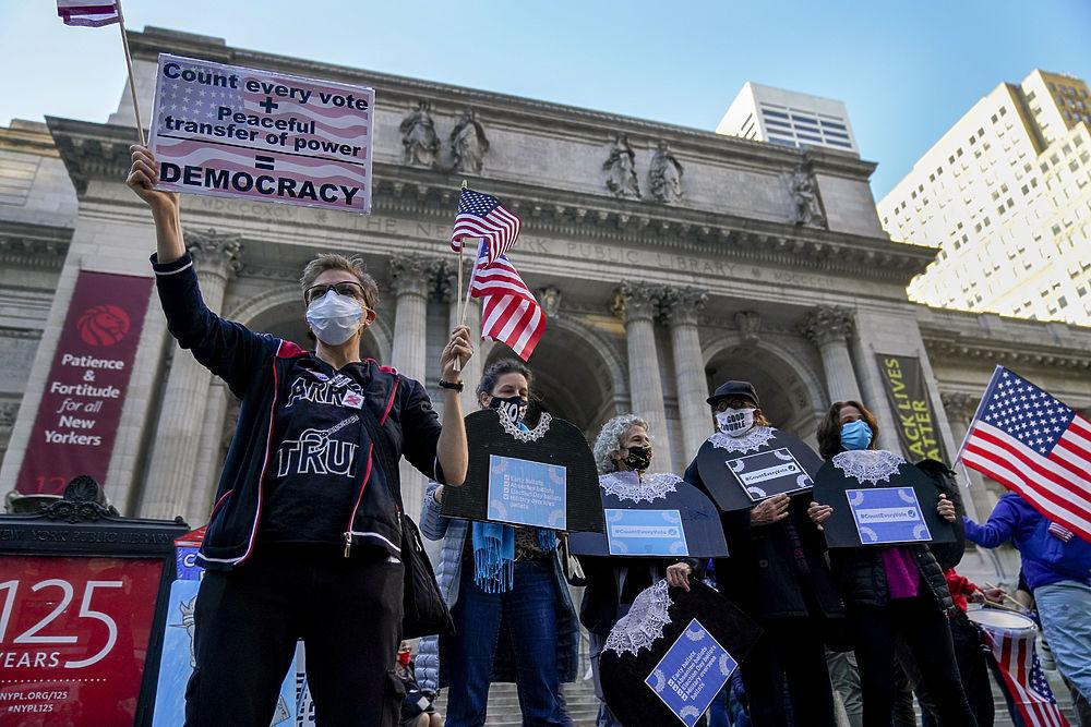 Американцы вышли протестовать против итогов выборов: кадры с улиц