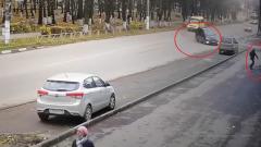 """Под Тулой припаркованный """"Ниссан"""" спас от гибели мать с ребенком"""