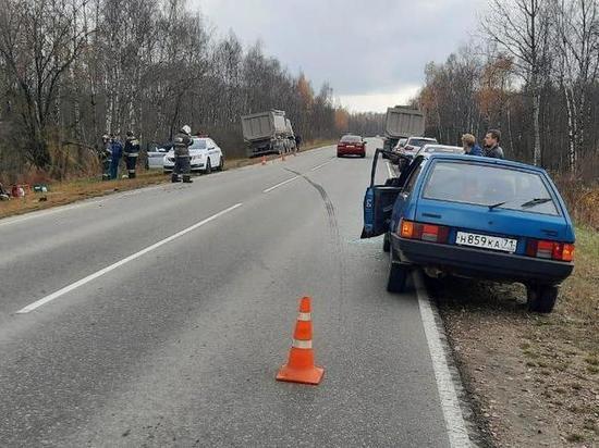На автодороге «Тула-Белев» большегруз раздавил ВАЗ