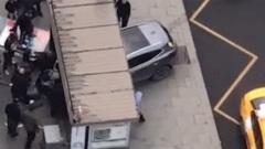 Автомобиль въехал в остановку в центре Москвы: кадры последствий