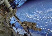 Российский космонавт может задержаться на МКС из-за актрисы